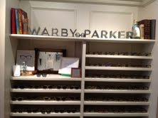 "A Philadelphie, Warby Parker est 'à résidence' dans une boutique ""hype' du quartier historique : Art in the Age or mechanical reproduction."