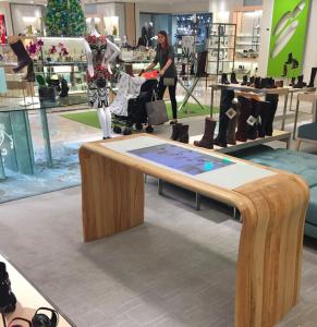 Ici, une table digitale expérimentée dans un magasin Neiman Marcus